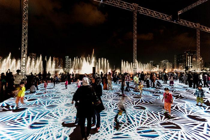 Инсталляция «Цифровые арабески 2014» является первой по-настоящему открытой городской установкой