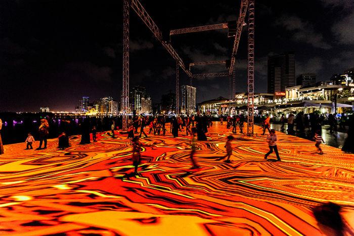 Впечатляющие цифровые инсталляции-арабески на одной из самых красивых набережных ОАЭ