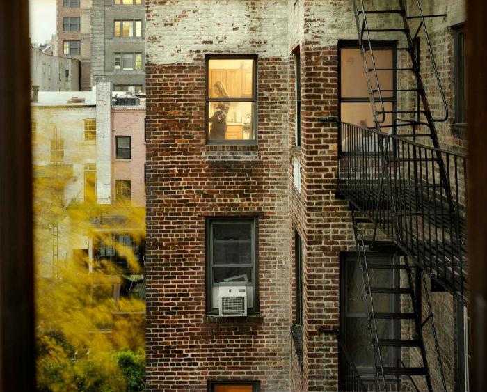 Чужие окна заинтересовали Халабан восемь лет назад, сразу после переезда в Нью-Йорк