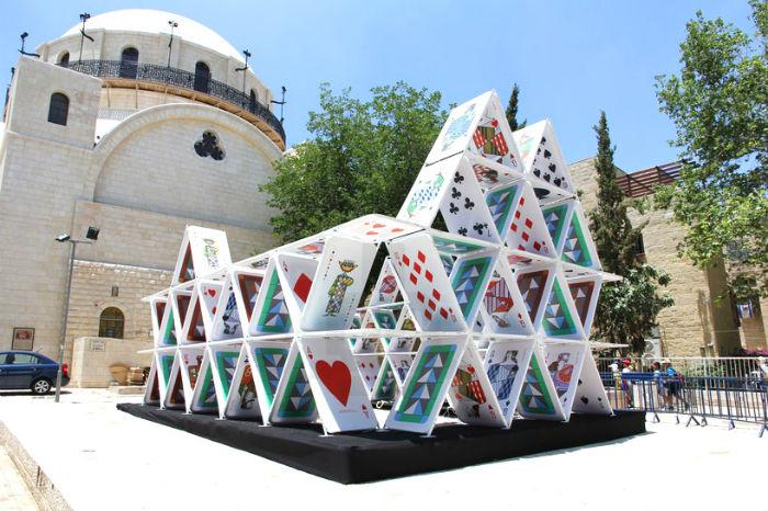 Световая инсталляция House of cards (�Карточный домик�) в Иерусалиме