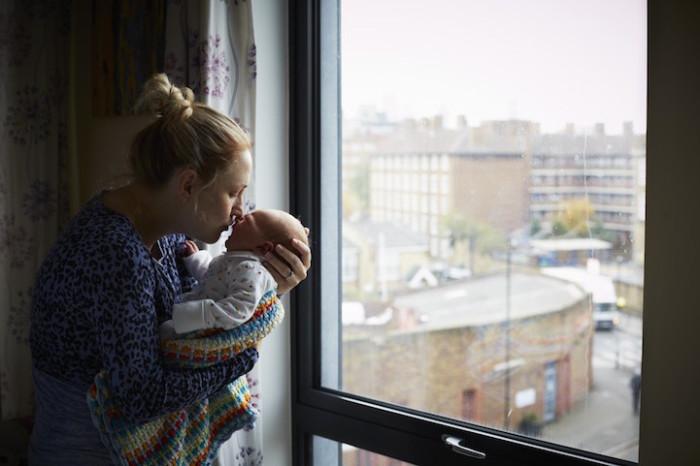 Несколько лет подряд Дженни Льюис фотографировала молодых мам