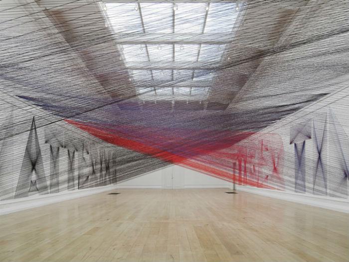 Уайт работает над переосмыслением привычных для художественной интерпретации явлений и объектов