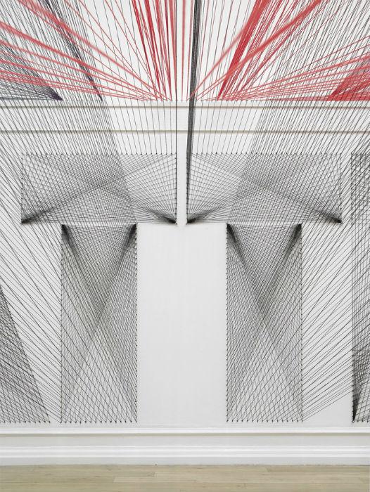 Для Галереи Южного Лондона (South London Gallery) Уайт придумала и разработала инсталляцию «Too much night, again» («И снова ночь длинна»)
