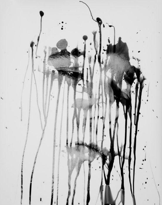 Диапазон его творческой деятельности варьируется от экспериментов  в фотолаборатории до сложной масляной живописи
