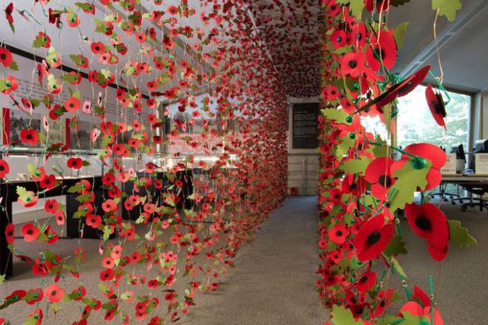 Потрясающая цветочная композиция Ребекки Льюис Ло, посвящённая погибшим солдатам