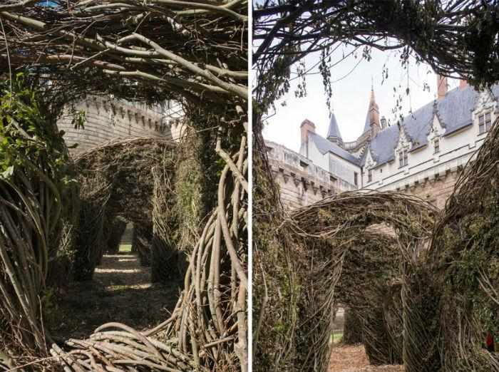 Гнездоподобная конструкция была установлена недалеко от замка герцогов Бретонских