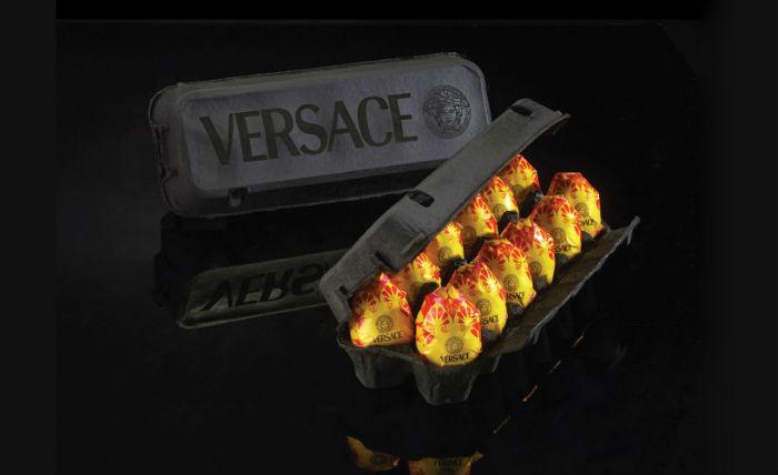 Десяток куриных яиц в индивидуальной упаковке от Versace