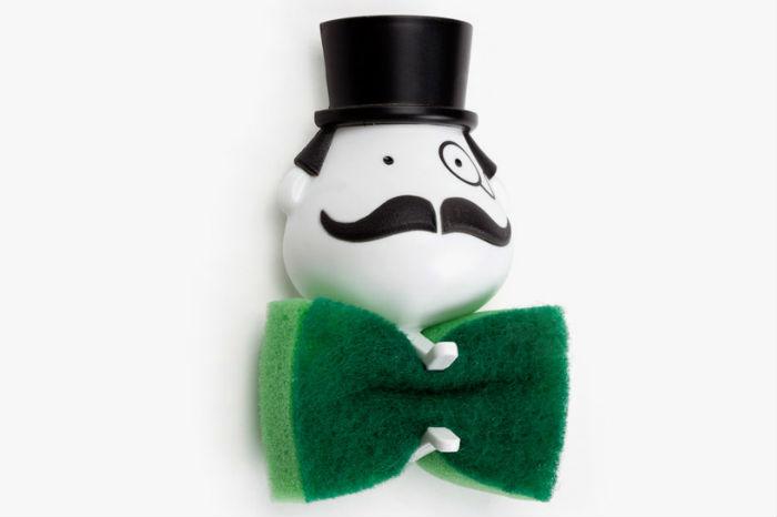 Степенный джентльмен из пластика с моноклем и в котелке легко крепится к кафелю в ванной или к кухонной мойке