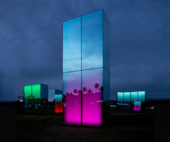 Световая инсталляция Reflection field на фестивале музыки и искусств Коачелла
