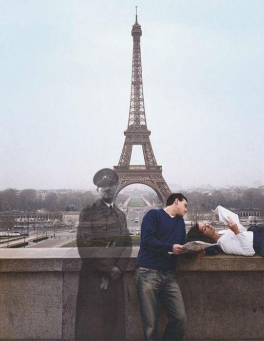 Адольф Гитлер на фоне Эйфелевой башни в Париже