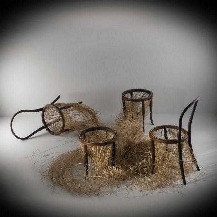 «Стул» как объект и концепция постоянно присутствуют  сознании художника