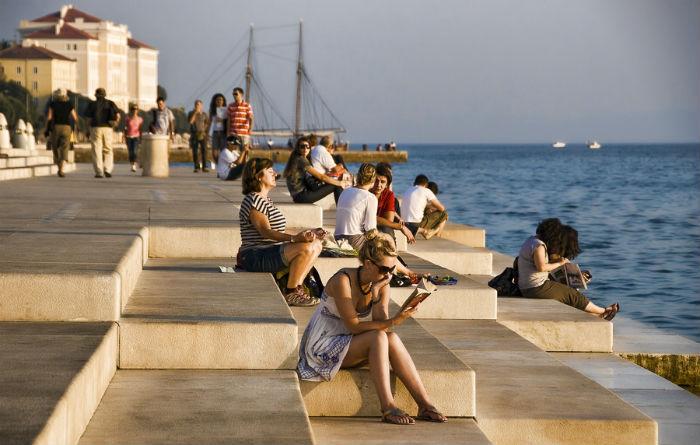 Вид на набережную города Задар, где находится удивительный морской орган
