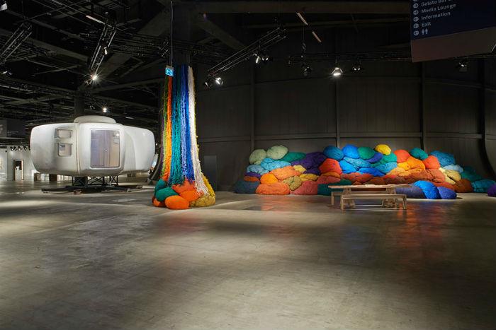 Интерактивная инсталляция из ткани Шейлы Хикс на ежегодной ярмарке Design Miami/Basel