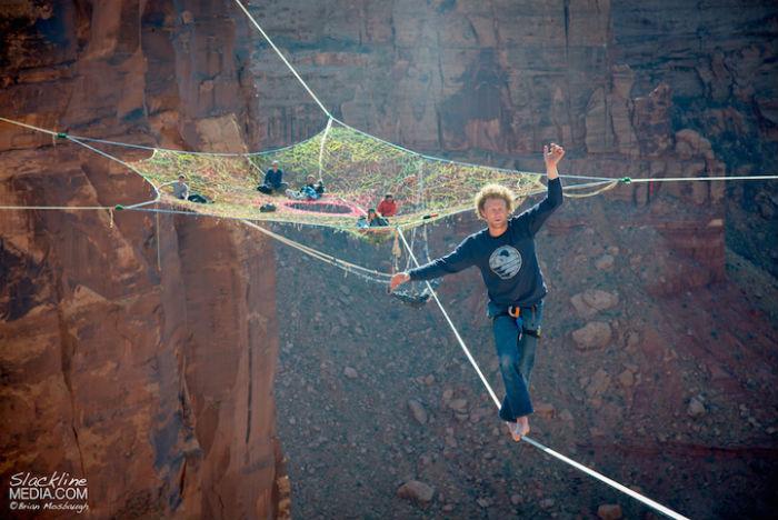 Экстремальная инсталляция в пустыне Мохаве в США