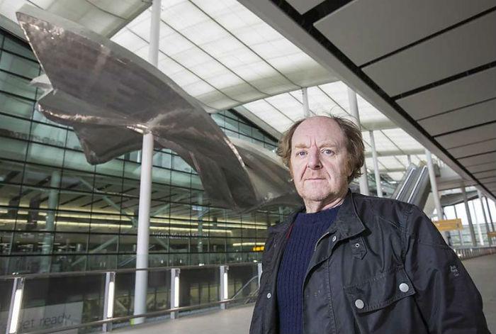 Подвесная инсталляция для лондонского аэропорта Хитроу.