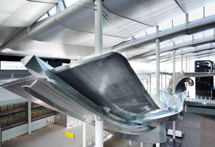 Размер инсталляции примерно соответствует размеру реактивного пассажирского самолёта Airbus A380.