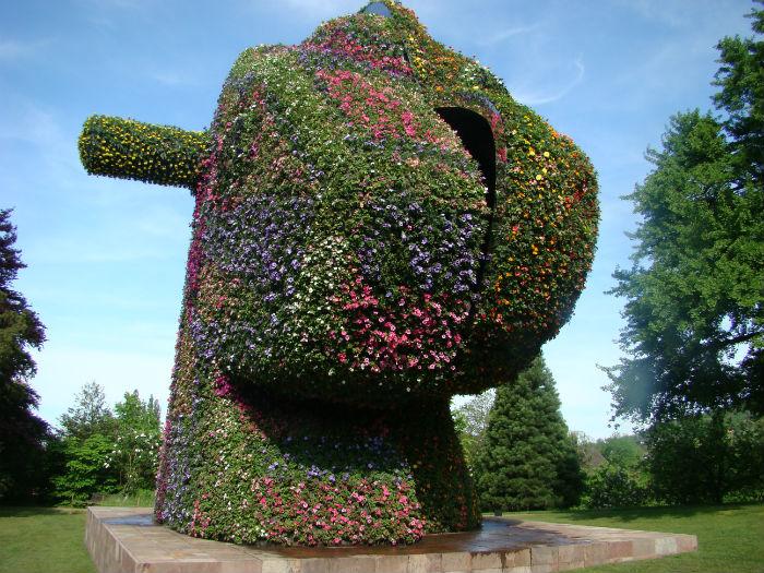 Зелёный гигант Split-Rocker - новая скульпура прославленного американского художника