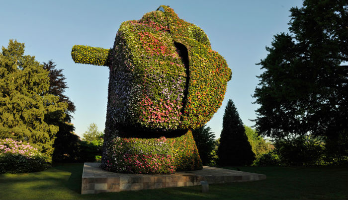 Невероятных размеров скульптура Split-Rocker весит 150 тонн
