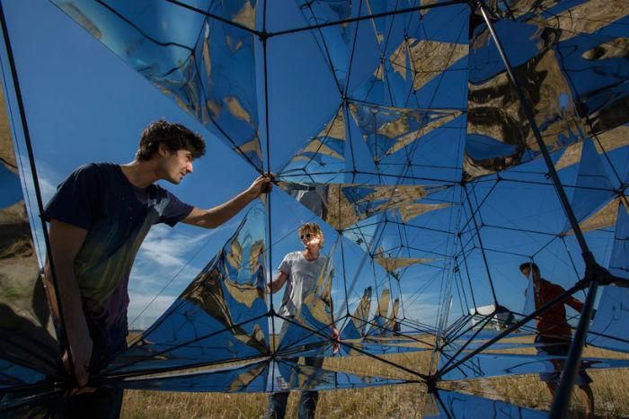 Для основы колокола Сарацено использовал трубки из углеродного волокна, для «парусов» - панели с солнечными элементами