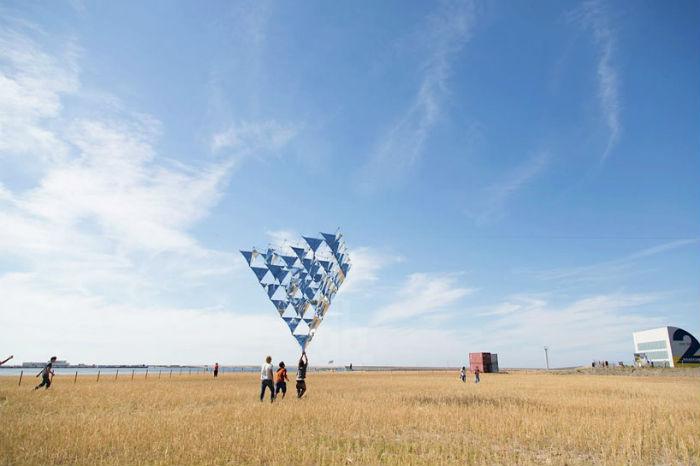 Сарацено спроектировал удивительный солнечный колокол, воплотив в нём собственное утопическое представление о летающих городах будущего
