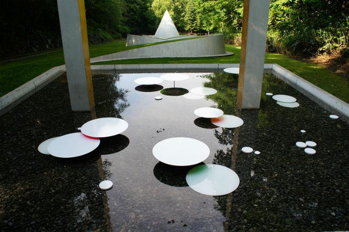 Инсталляция Water pallet в саду скульптур Саппоро (Япония)
