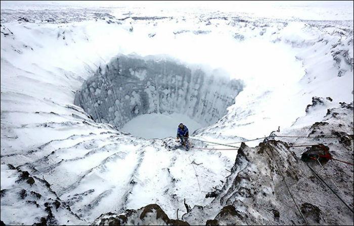 Российским учёным удалось исследовать дно ямальской воронки, таинственного кратера на Ямале