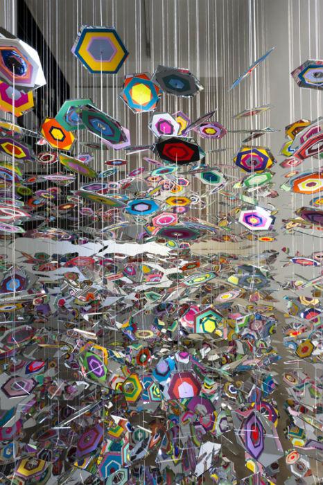 В технологическом плане работы Уайт нельзя назвать замысловатыми - художница пользуется самыми простыми материалами