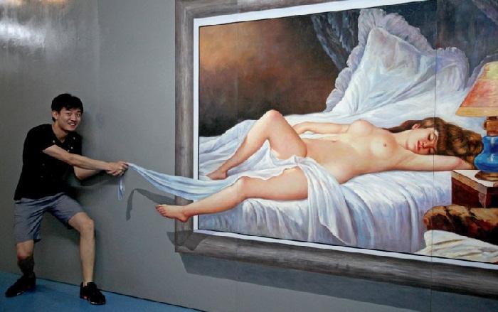 Молодой человек, заглянувший в спальню красивой девушки