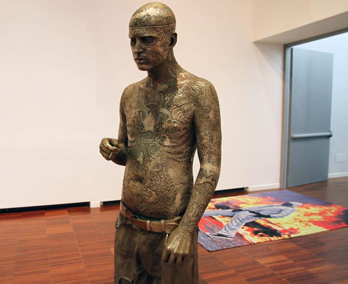 "Скульптура ""Zombie Boy"""