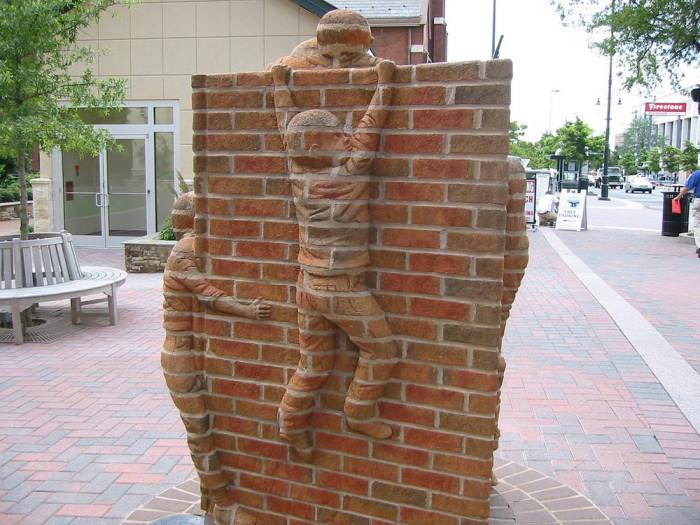 Скульптуры из кирпича