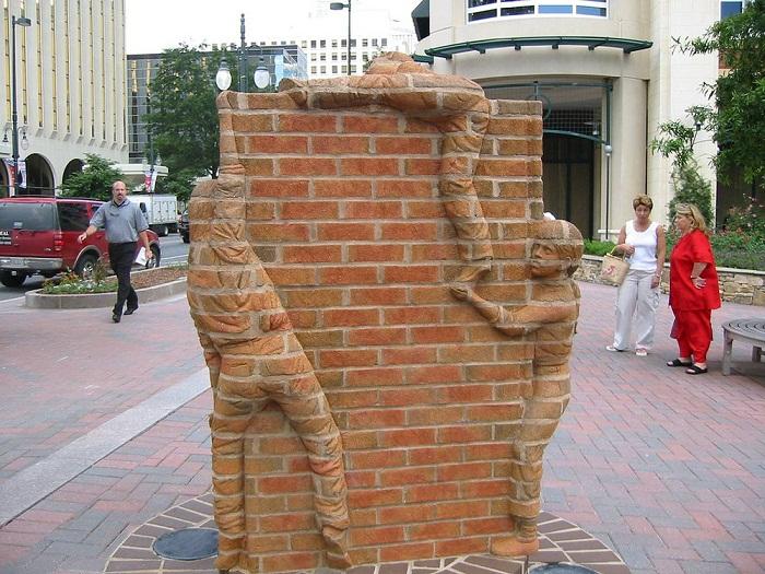 Скульптуры из кирпича от Brad Spencer