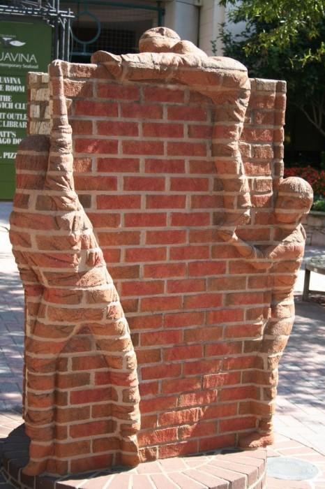 Скульптуры из кирпича, Brad Spencer