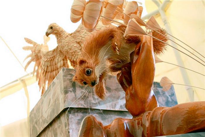 Красивые фигуры животных из деревянных стружек от художника Сергея Бобкова