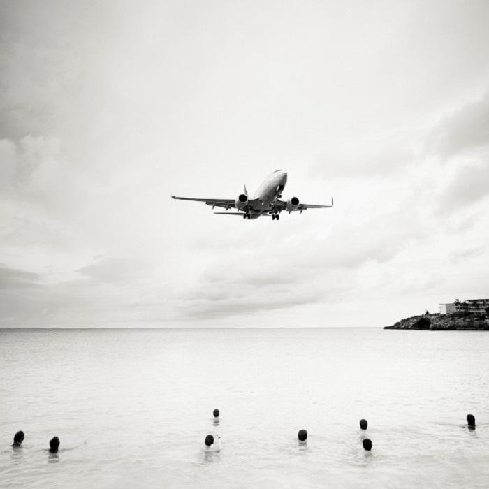 Самолет идет на посадку.