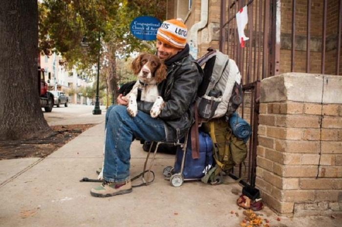 Бездомные с питомцами.