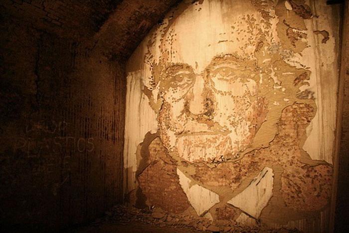 Портреты, выбитые на стенах