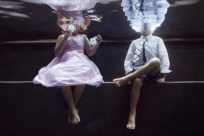 Детские игры под водой.