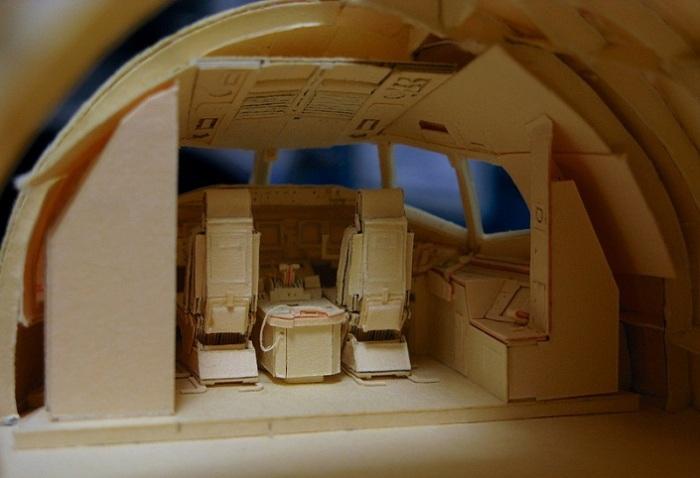 Фрагмент макета Боинга 777 из бумаги