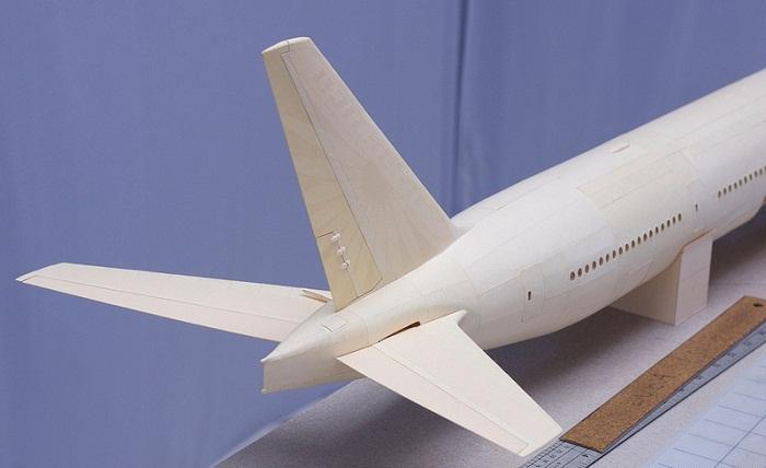 Хвостовая часть Боинга 777 из бумаги