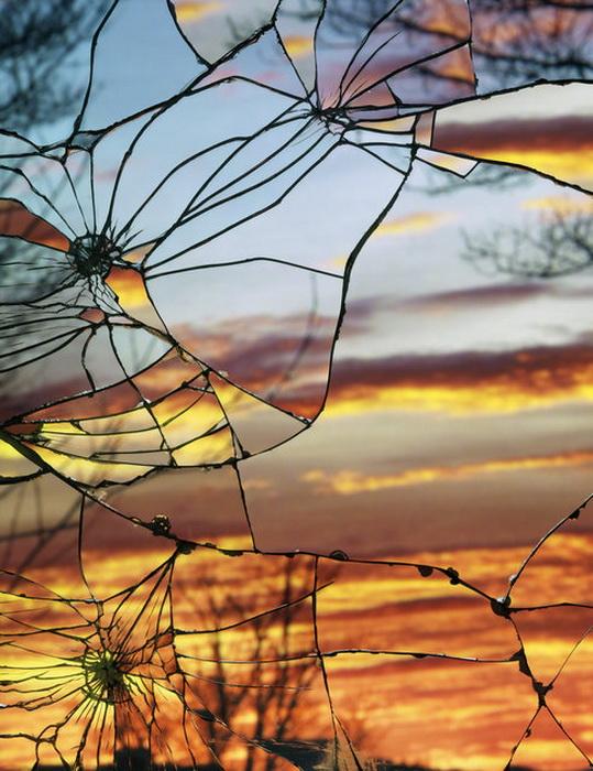 Разбитые зеркала: коллекция фотографий Bing Wright