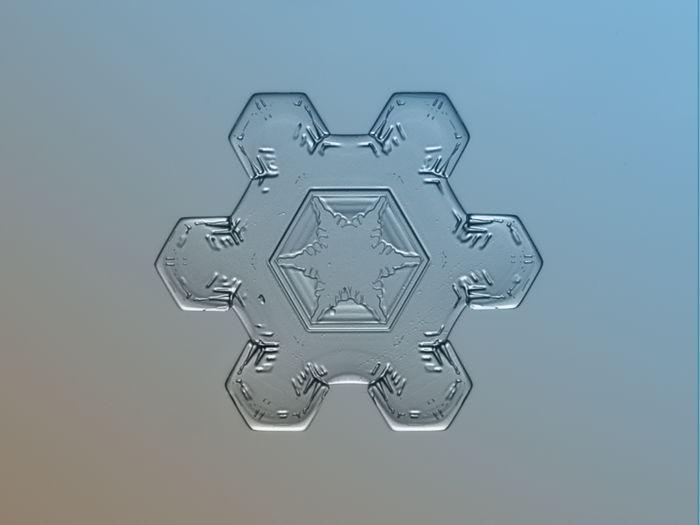 Alexey Kljatov: снежинки в размере макро