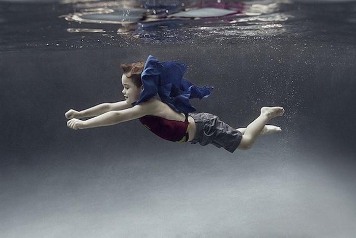 Детские игры под водой: коллекция фотографий Alix Martinez.