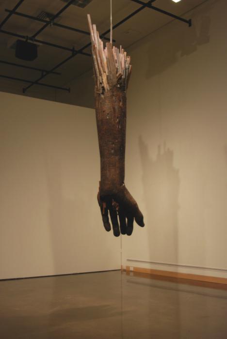 Деревянная рука от скульптора  Andy Tirado