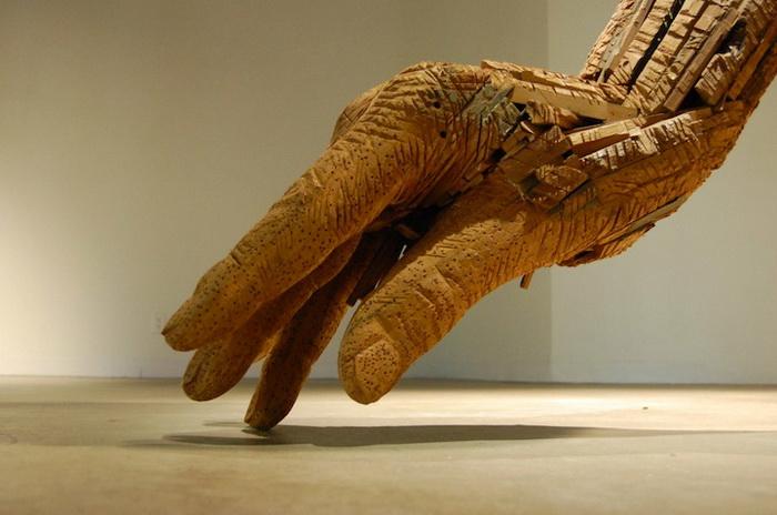 Руки из дерева от  Andy Tirado