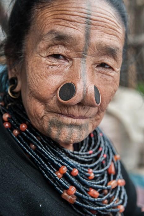 Традиционная татуировка в племени Apatanis.
