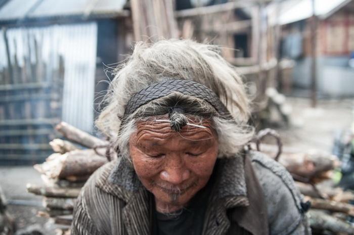 Прически племени Apatanis.