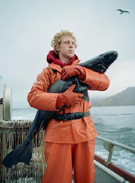 Красочные и реалистичные фотографии с рыболовецкого судна.