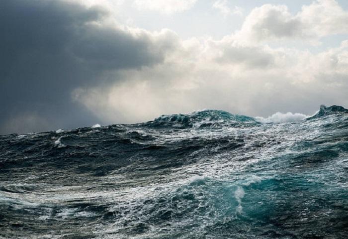 Море глазами Corey Arnold.