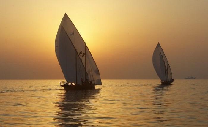Гонки арабских лодок доу.