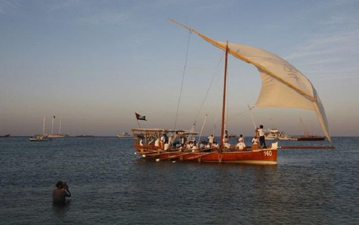 Арабская лодка «доу» в гонке Al Gaffal.